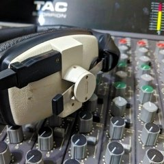 SoundARC TAC Desk With Headphones
